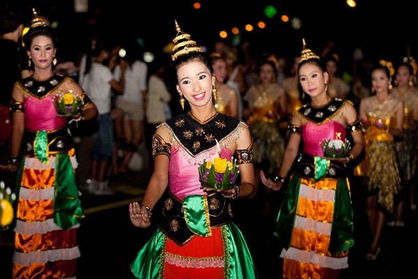 Festivals in southeast Asia: Loy Krathong Day and Yi Peng ...