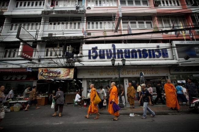 Thailand street - language barrier tips